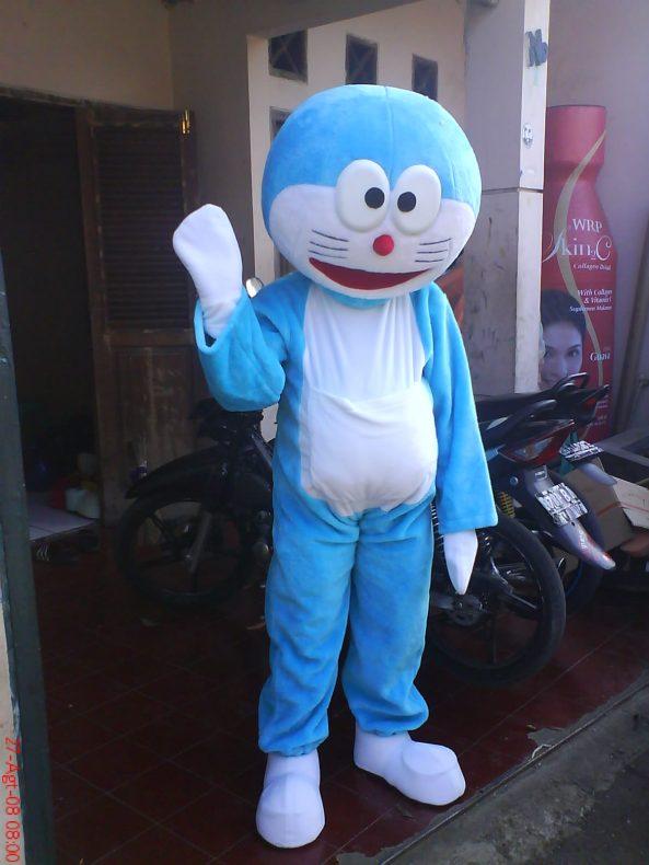 kostum karakter doraemon